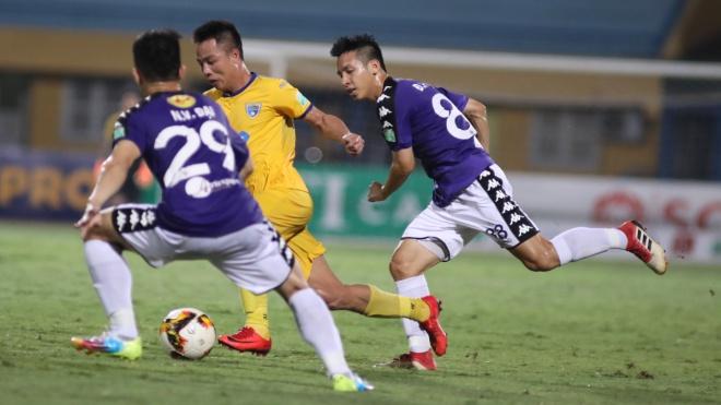 HLV Văn Sỹ Sơn: 'Không thể nói Hà Nội FC quá mạnh so với phần còn lại'