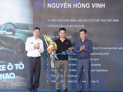 Những người Việt Nam đầu tiên nhận bằng đua xe ô tô thể thao