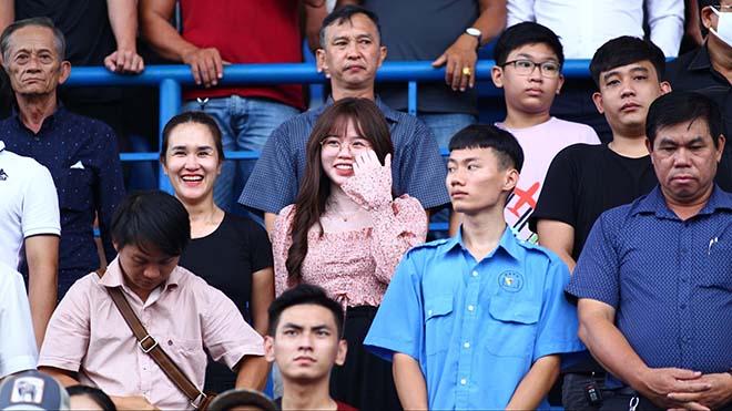 Sau tất cả, Huỳnh Anh vẫn tới sân Gò Đậu cổ vũ cho Quang Hải đối đầu B.Bình Dương