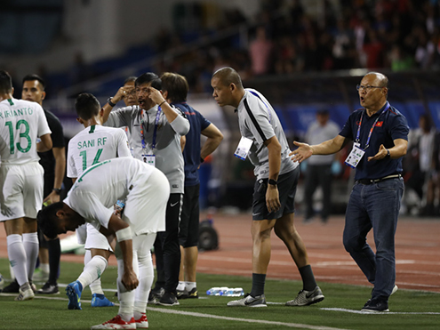 Hoãn vòng loại World Cup 2022, ông Park 'thất nghiệp' cả năm