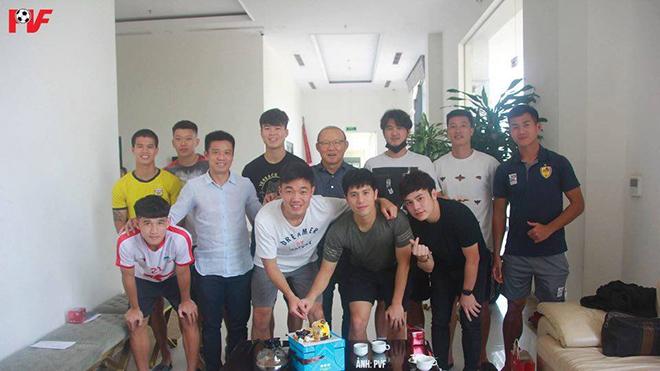 HLV Park tổ chức sinh nhật cho Xuân Trường, Đình Trọng