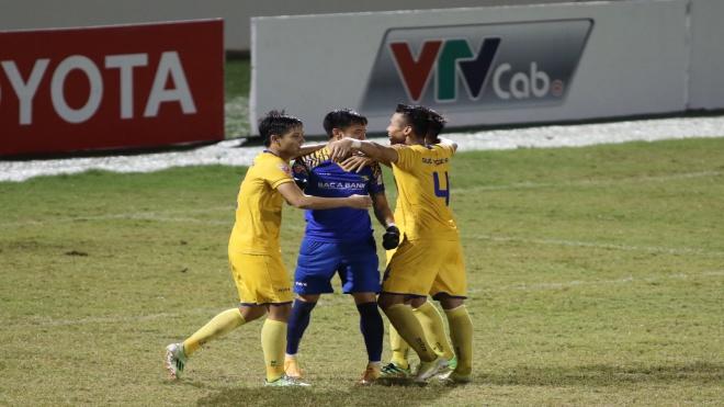 SHB Đà Nẵng – SLNA 0-1: Đội thắng đội thua cùng kêu ca trọng tài