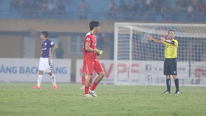 Hành động 'lạ' của Tuấn Anh sau trận thua Hà Nội