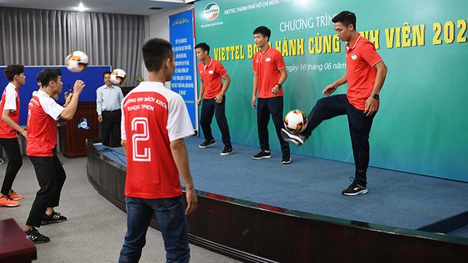 Quế Ngọc Hải, Bùi Tiến Dũng giao lưu với sinh viên trước trận quyết đấu CLB TPHCM