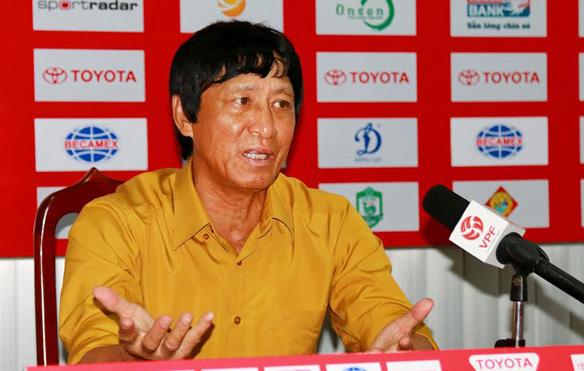 BTC V-League nhắc nhở HLV Vũ Quang Bảo
