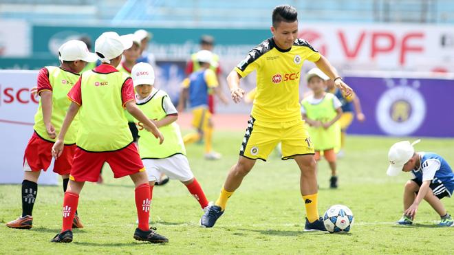 CLB Hà Nội cùng SCG tổ chức chương trình 'Bóng đá và Sẻ chia'