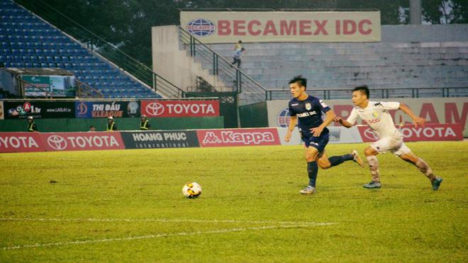 B.Bình Dương - Hà Nội 2-0: Tân vương cúi đầu cựu vương