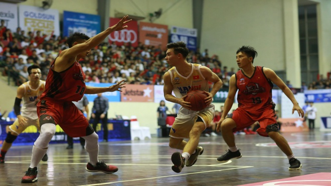VBA 2017: Hanoi Buffaloes lại thua Thang Long Warriors ở derby