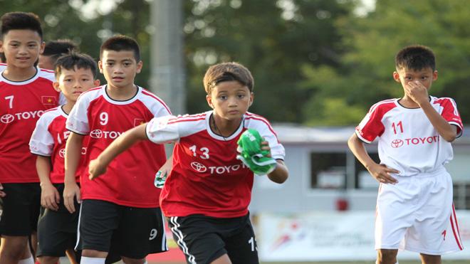 Nối dài ước mơ cho thiếu nhi trong 'Trại hè bóng đá thiếu niên Toyota 2017'