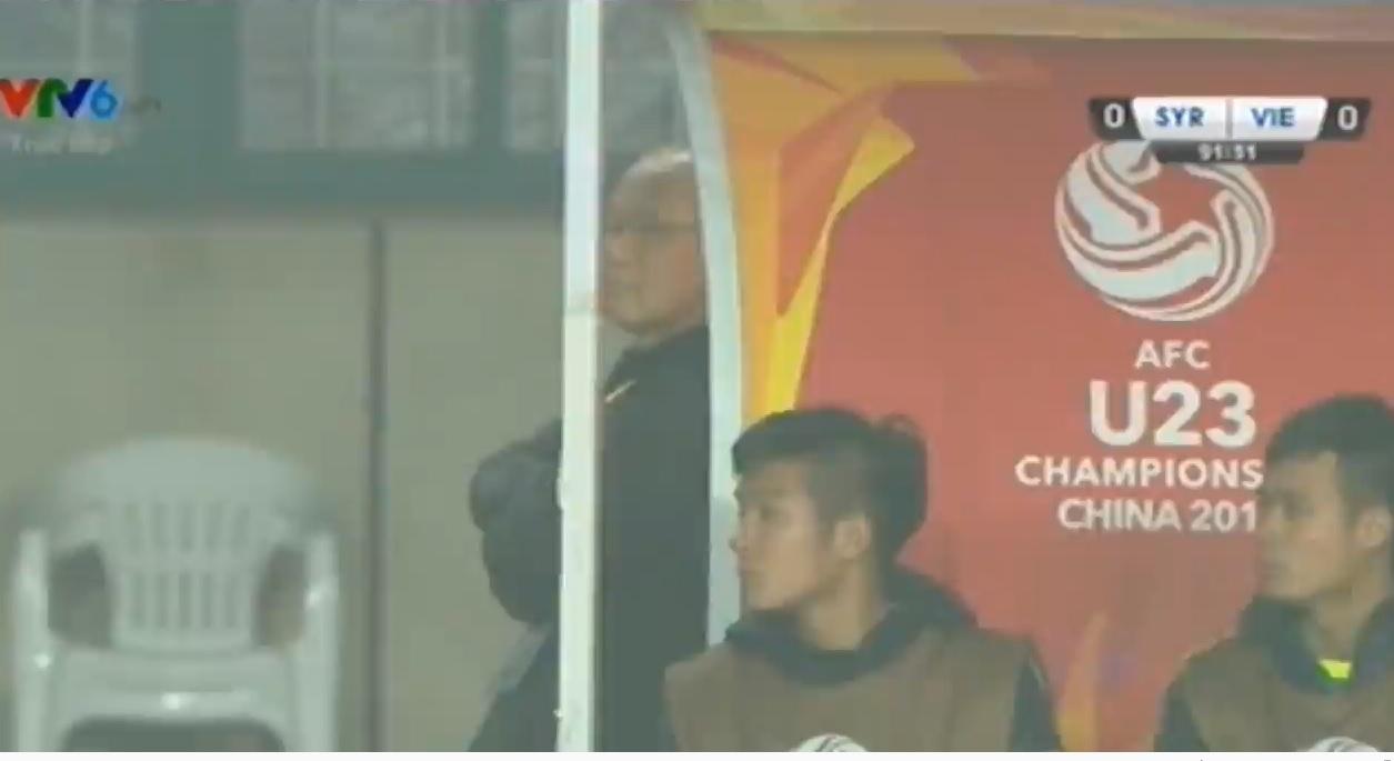 U23 Việt Nam 0-0 U23 Syria: HLV Park Hang seo hồi hộp đứng núp cả vào băng ghế chỉ đạo