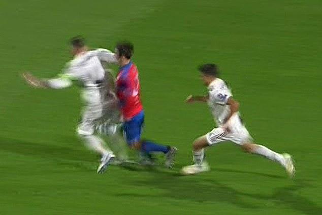 Real đá đội yếu, thắng đậm, Ramos vẫn đánh vỡ mũi cầu thủ Viktoria Plzen