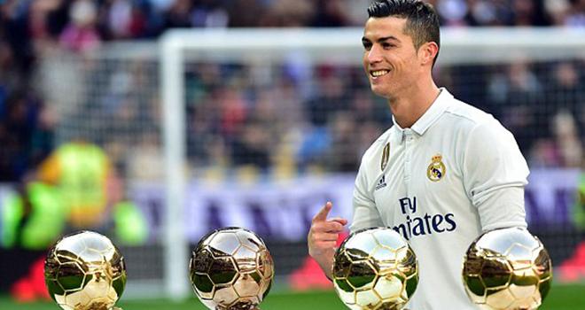 CHUYỂN NHƯỢNG 1/8: Ronaldo sợ Mbappe đến Real. Barca muốn Oezil và Coutinho. Mourinho vẫn tin Lindelof