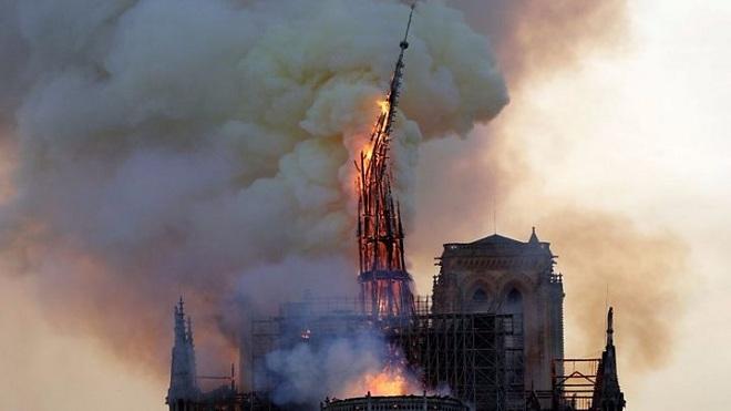 Nhà thờ Đức Bà Paris: Chưa nhất trí được phục chế theo lối kiến trúc cổ hay pha trộn hiện đại
