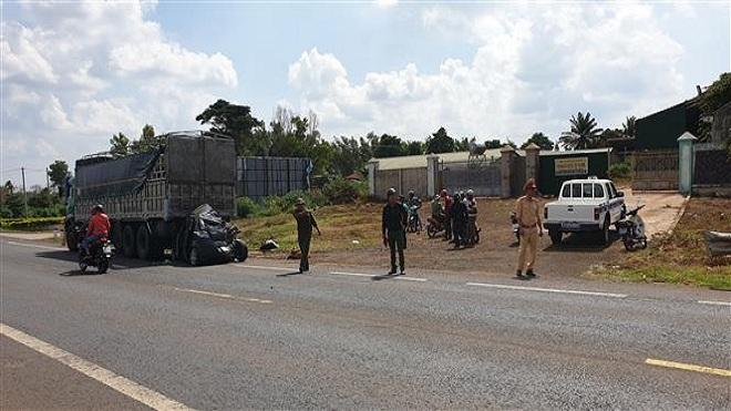 Xe container gây tai nạn liên hoàn làm 2 người bị thương