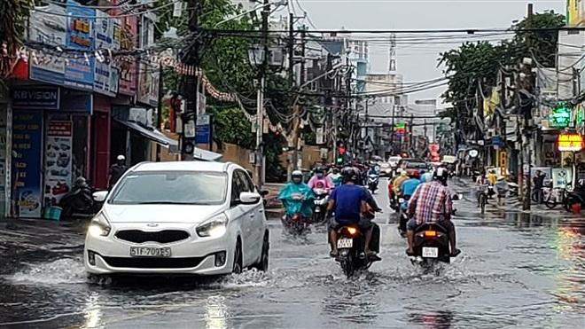 Thành phố Hồ Chí Minh xảy ra nhiều đợt mưa lớn gây ngập các tuyến đường