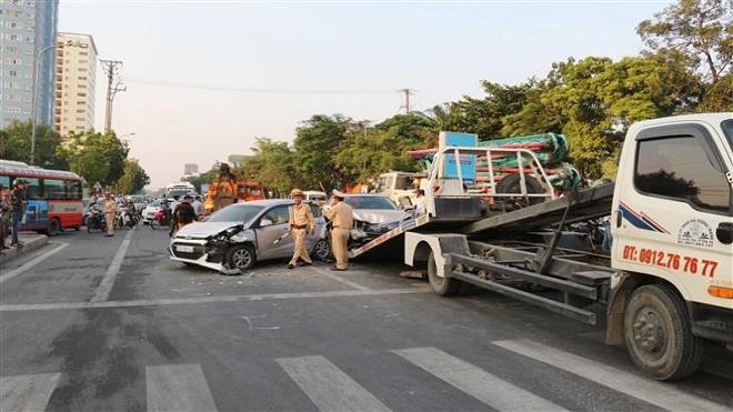 Nghệ An: Tai nạn giao thông liên hoàn làm nhiều phương tiện giao thông hư hỏng