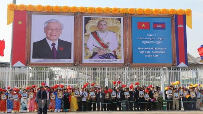 Tưng bừng không khí đón Tổng Bí thư, Chủ tịch nước thăm Campuchia