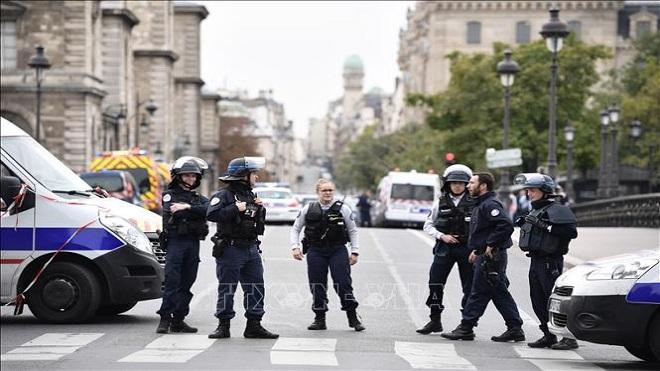 Tấn công bằng dao tại sở cảnh sát ở Paris: 4 cảnh sát thiệt mạng, hung thủ bị tiêu diệt