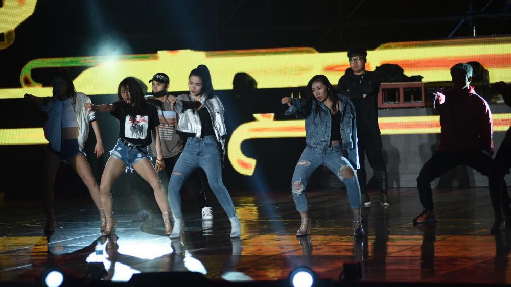 Xem Đông Nhi biểu diễn tại Asia Song Festival