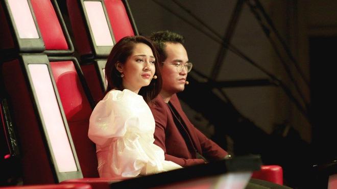 Vòng Minishow 'Giọng hát Việt nhí': Bảo Anh khóc không ngừng khi xem đội Giang - Hồ trình diễn