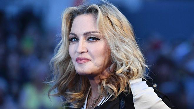 Bán đấu giá 108 ảnh khoả thân của Madonna chụp năm 18 tuổi