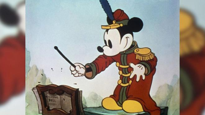 Chuột Mickey đón sinh nhật tuổi 90: Biểu tượng của Walt Disney qua những hình ảnh 'đi cùng năm tháng'
