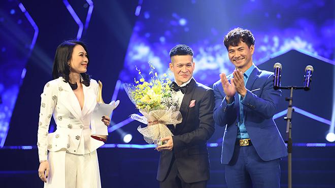 Video Clip: Mỹ Tâm 'xung phong' thay mặt 'Em gái mưa' Hương Tràm nhận giải Cống hiến