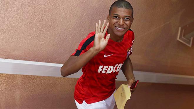 NÓNG: Monaco đồng ý để Mbappe sang PSG với điều khoản khủng
