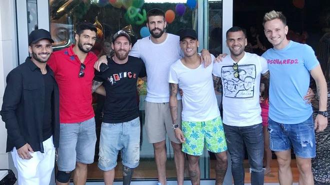 Barca 'tá hỏa' khi thấy Messi và Suarez bất ngờ hội ngộ cùng Neymar