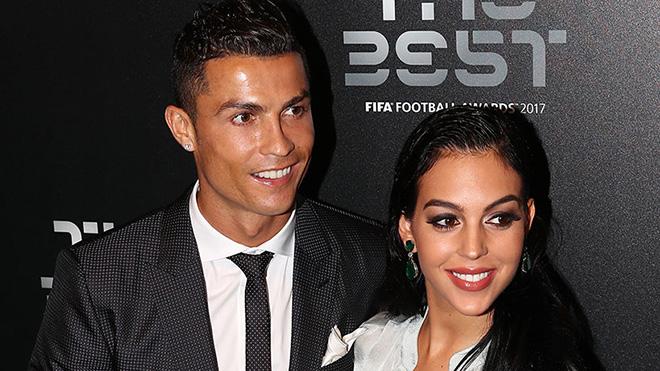 Ronaldo livestream tiết lộ tên con gái, ngày dự sinh