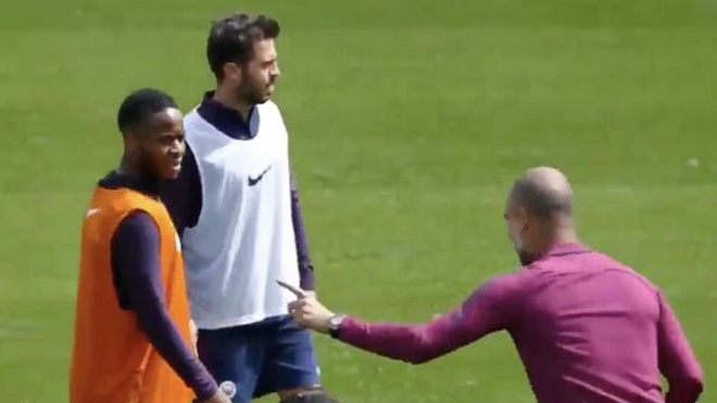 Cách Guardiola hướng dẫn Sterling cách ghi bàn gây sốt