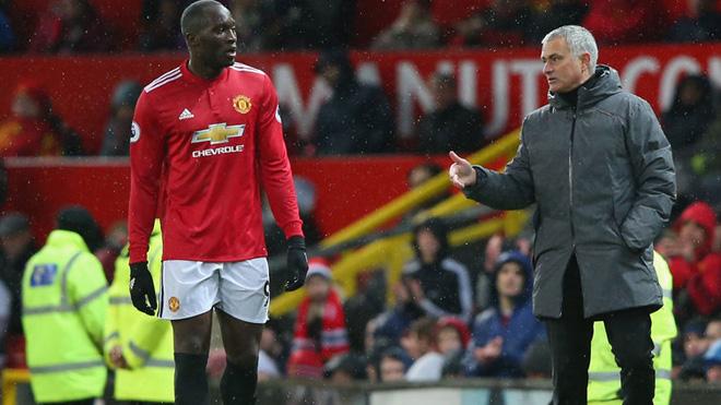 CĐV Arsenal và Man City tức giận, chỉ trích FA vì không phạt nguội Lukaku
