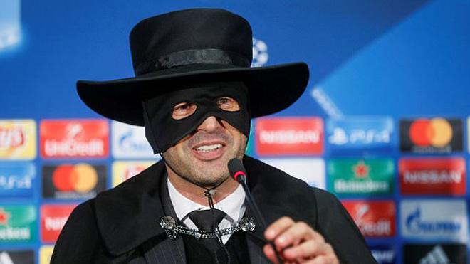 HLV Shakhtar Donetsk hóa trang thành 'Zorro' sau khi thắng Man City