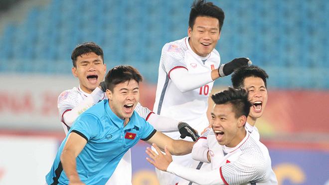 CHÙM ẢNH: Tiến Dũng rưng rưng, Đức Chinh nức nở, Văn Thanh ăn mừng như Ronaldo. Xuân Trường cõng đồng đội khắp sân