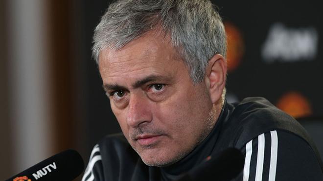 Mourinho: 'Tôi không có tay trong nên lịch đấu của M.U mới khó thế'