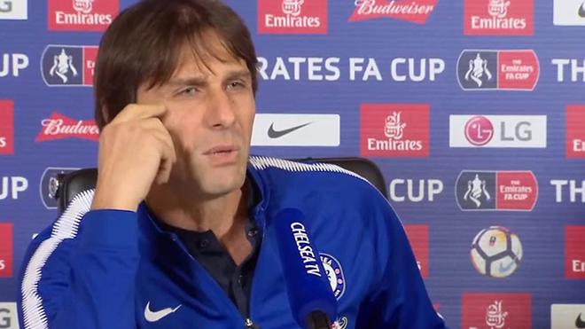 Conte: 'Mourinho là kẻ mất trí'. Mourinho: 'Tôi không bị cấm vì dàn xếp tỉ số'
