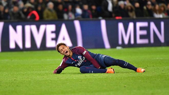 SỐC cho PSG: Neymar rời sân bằng cáng, nguy cơ lỡ trận gặp Real Madrid