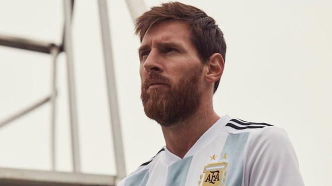 Messi, Ronaldo phong cách khoe áo đấu mới dự World Cup 2018