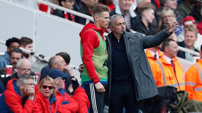 TIN HOT M.U 3/3: Mourinho tiết lộ thành công của McTominay. Mua Rakitic thay Pogba
