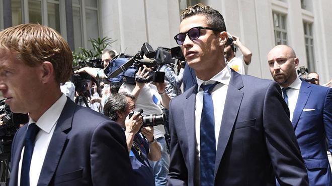 SỐC: Nếu muốn đỡ mất tiền, Ronaldo có thể chấp nhận tội lừa đảo và án tù