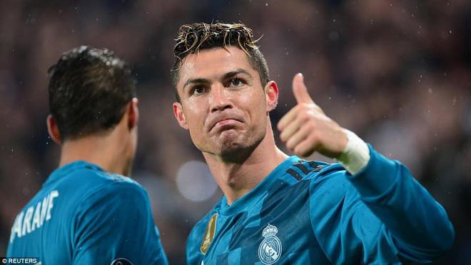 Ronaldo: 'Tôi từng ngả bàn đèn rất đẹp mắt nhưng bị trọng tài cướp mất'