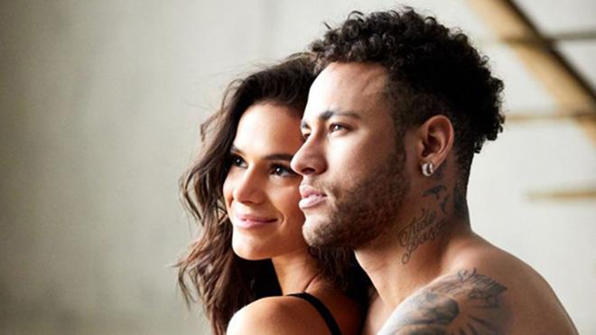 Neymar và bạn gái diễn cảnh 'nóng nhức mắt' trong video quảng cáo