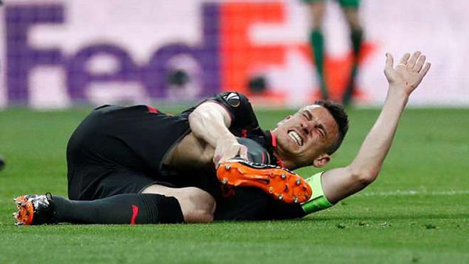 Arsenal bị loại, Koscielny chấn thương nặng, mất luôn World Cup