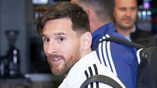 ĐẾM NGƯỢC World Cup 2018: Rakitic 'bật' Pirlo vì Messi. Ronaldo dừng xe bus để ký tặng fan