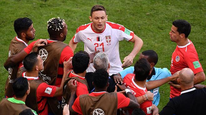 Nemanja Matic một mình đòi 'tẩn' cả nhóm cầu thủ dự bị Costa Rica