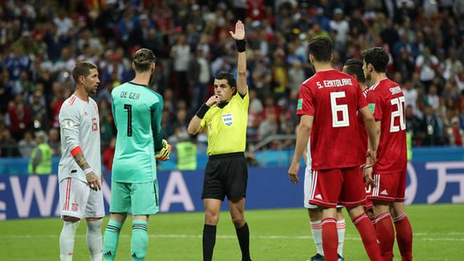 WORLD CUP 21/6: Ramos giật cùi chỏ trọng tài. M.U hứa thưởng lớn cho Lukaku