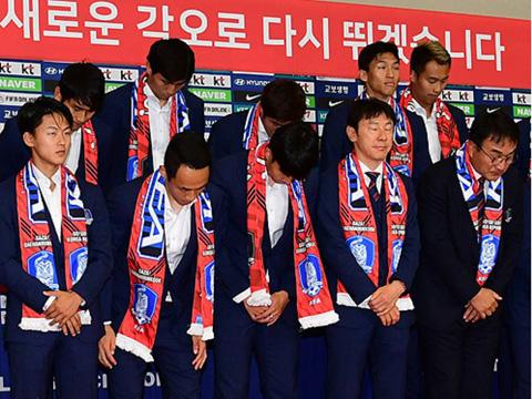 Cầu thủ Hàn Quốc bị ném trứng thối sau khi trở về từ World Cup 2018