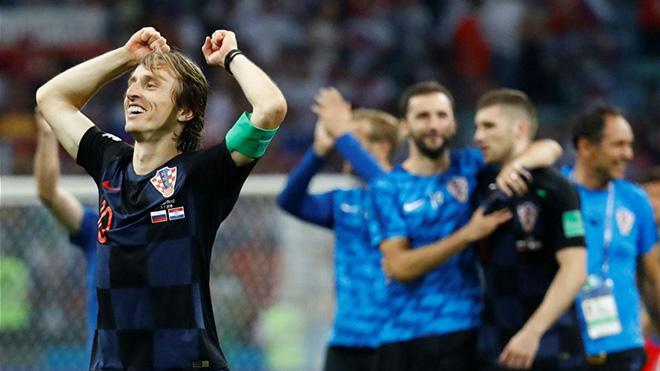TIN HOT World Cup 8/7: Nữ Tổng thống nhảy múa trong phòng thay đồ Croatia. Brazil ủ dột về nước