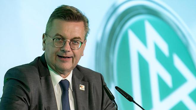Chủ tịch LĐBĐ Đức thừa nhận sai lầm trong vụ Oezil