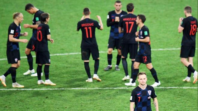 TIN HOT World Cup 9/7: Rakitic choáng váng với nhận xét của mẹ vợ. Trọng tài bắt trận Pháp-Bỉ gây sốc